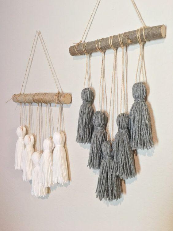 Pompon de mobile. Fil mural. Tenture murale. Pompons en laine. Décor de crèche. Décoration bohème chic.: