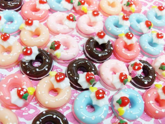 8x Cute Doughnut Cabochons with Strawberry and Heart decorations