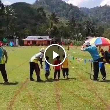 Em uma competição de criança.