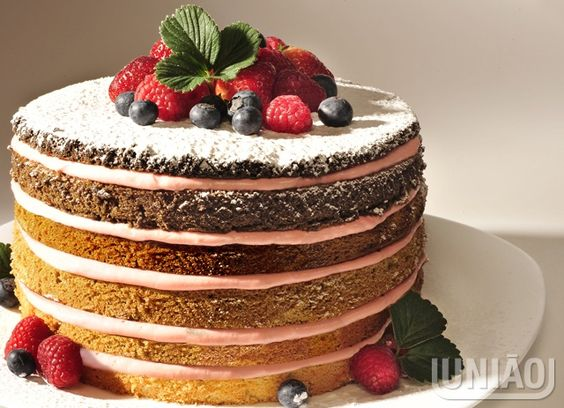 NAKED CAKE DE MORANGO