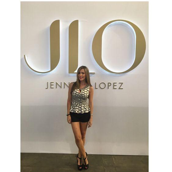 Candelaria fue  seleccionada para distribuir la marca JLO- Jennifer López que seas tú la primera en lucir estos espectaculares Jeans!! Info whatsapp 3146806482