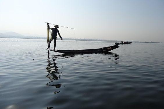 In Myanmar wird fast alles noch von Hand produziert. Der Inle-See im Osten des Landes ist berühmt für seine Einbein-Fischer, die auf kleine...