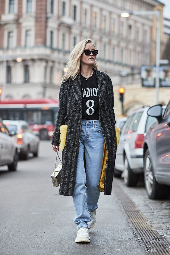 9c8205f2 Вслед за Balenciaga и Louis Vuitton массивные кроссовки выпустили и бренды  масс-маркета, а это самый верный признак statement shoes нового сезона.
