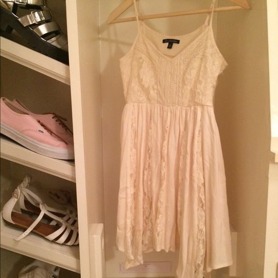 Lace dress Cream lace dress from american eagle. Perfect condition. From american eagle Brandy Melville Dresses