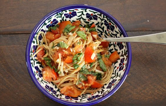 Raw fresh tomato basil sauce for pasta - Mytaste.com