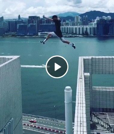 Salto perigoso se arriscando.