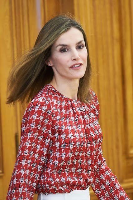 S.M Reina Letizia: UN LOOK MUY ELEGANTE CON PENDIENTES VINTAGE