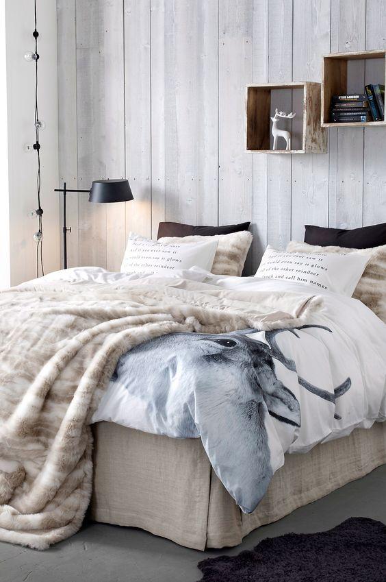 Couleurs et motifs de l'hiver dans la chambre : bois, plaid, couette...: