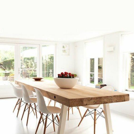 grande table rectangulaire en bois clair, table de salle à manger design