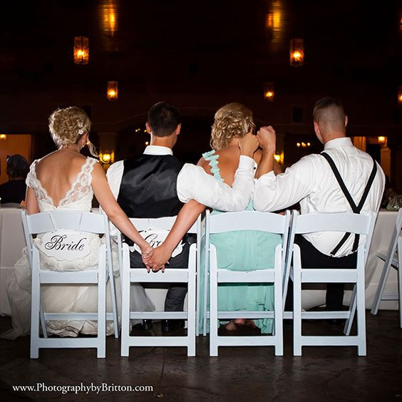A must-have photo with your maid of honor and best man!