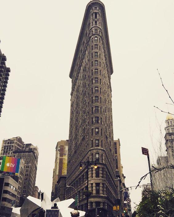 Coole #architektur trifft man in #newyork an jeder Ecke. Besonders gut gefällt mir das #flatiron Gebäude!