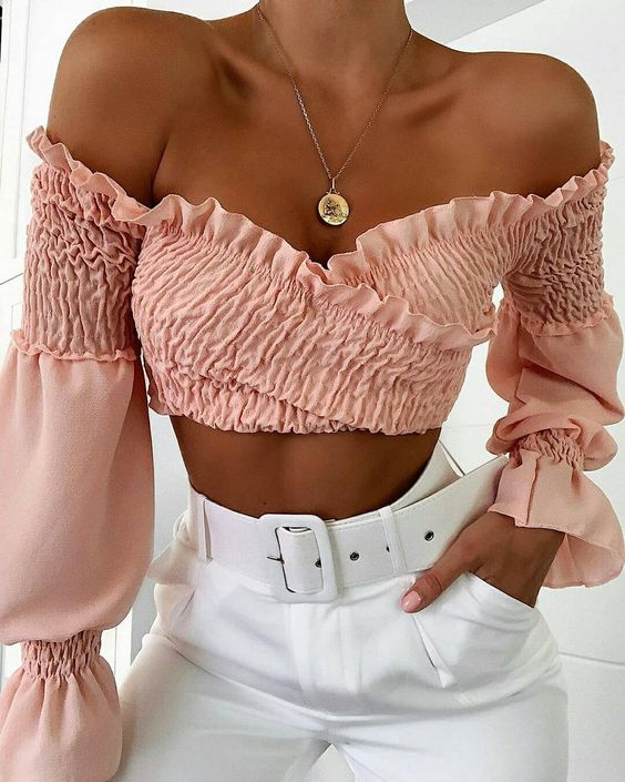 29 Stylish Crop Top That Will Make You Look Great outfit fashion casualoutfit fashiontrends
