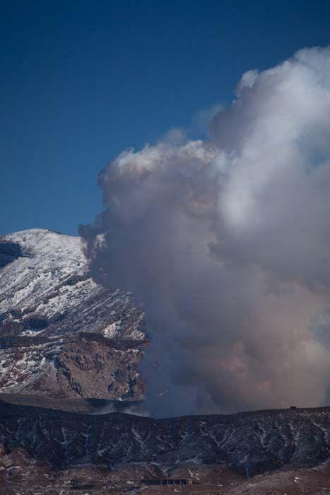 """"""" volcanic smoke """"  21.Jan.2014 この日の噴火警戒レベルは2。1km周辺規制。もっこもこの煙!"""