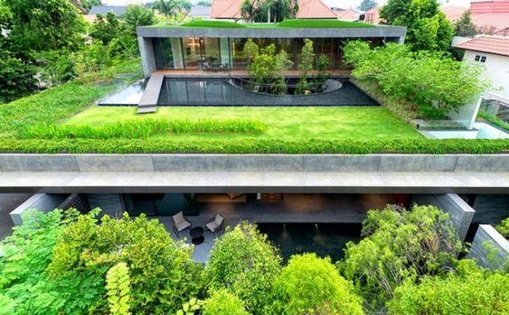 Lambris bois plafond et revêtement de sol assorti dans une maison d'architecte à Singapour !