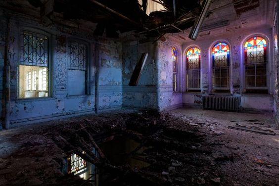 http://www.urbanghostsmedia.com/2012/03/haddo-house-the-eerie-abandoned-mansion-of-inverkeithny/