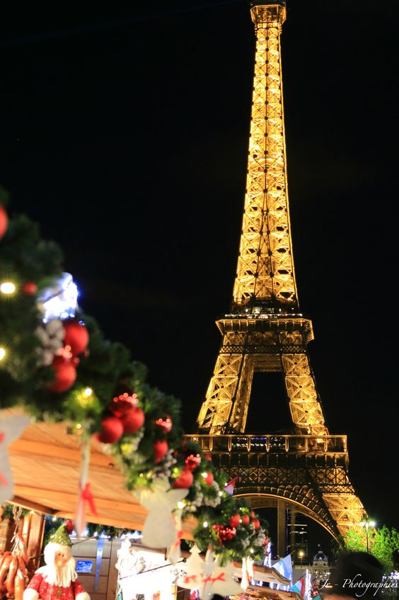 Eiffel Tower Christmas in Paris #FrenchChristmas