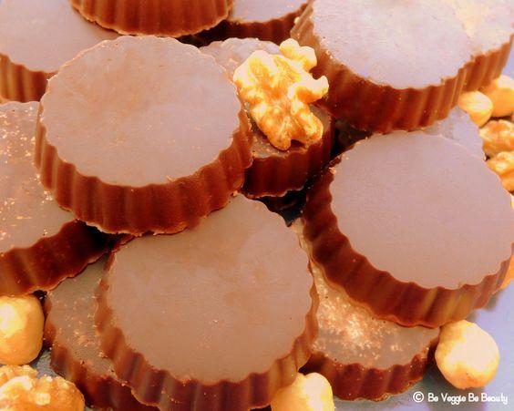 Bombones veganos de chocolate con nueces y avellanas