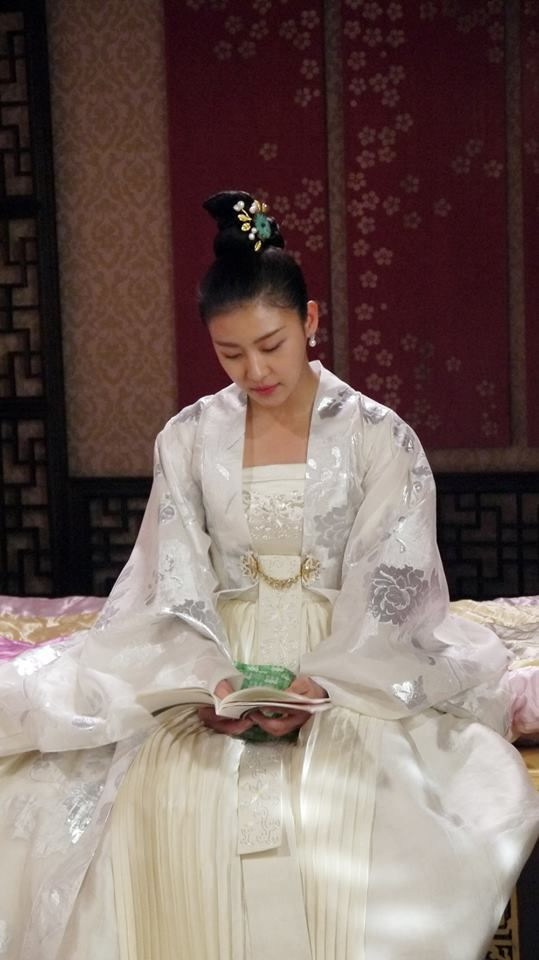 Empress Ki(Hangul:기황후;hanja:奇皇后;RR:Gi Hwanghu) is a South Korean pseudo-historical television series starringHa Ji-wonas the titularEmpress Gi.It aired onMBCfrom October 28, 2013 to April 29, 2014 on Mondays and Tuesdays at 21:55 for 51 episodes.