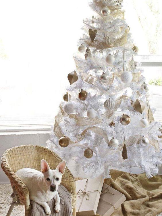 Estilos de temáticas de Árboles de Navidad blancos para decorar. #ArbolesDeNavidadBlancos