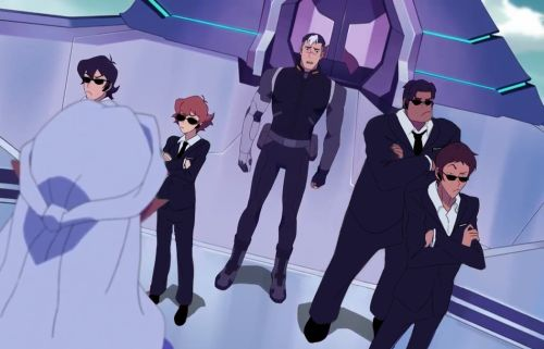 """protect Shiro"" squad << damnit what does Keith look like in a suit?? Move space Zelda"