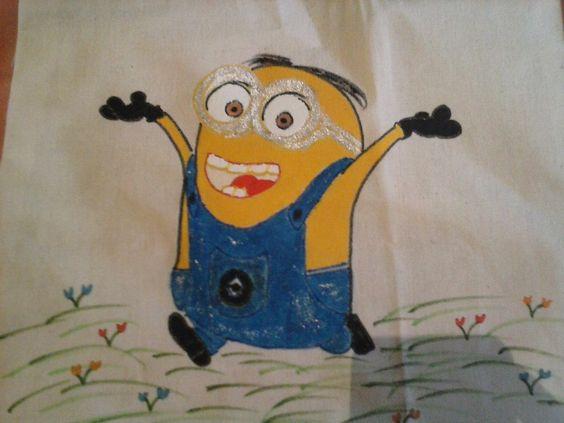 """Detalhe da pintura de um dos lados da bolsa: Minions (vulgo """"Baba"""")"""