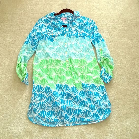 Lilly Pulitzer Captiva Tunic Blue Shells XS Dress Cute beachy Lilly Pulitzer cover up in stacked shells print, worn a few times but excellent condition. Very soft with gold buttons Lilly Pulitzer Tops Tunics