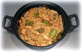 Recetas Originales: Wok de noodles con pollo, pimiento, cebolla y salsa de soja