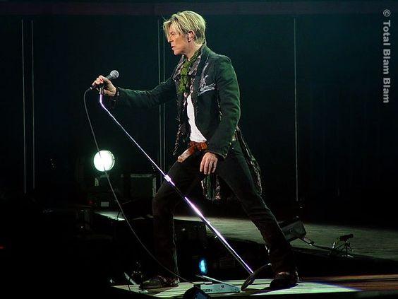 Enregistrés à Dublin lors de sa tournée mondiale de 2003/2004, les morceaux live de A Reality Tour couvrent toute la carrière de Bowie de The Man Who Sold The World (1971) jusqu'à Reality (2003). A Reality Tour, c'est 33 chansons.