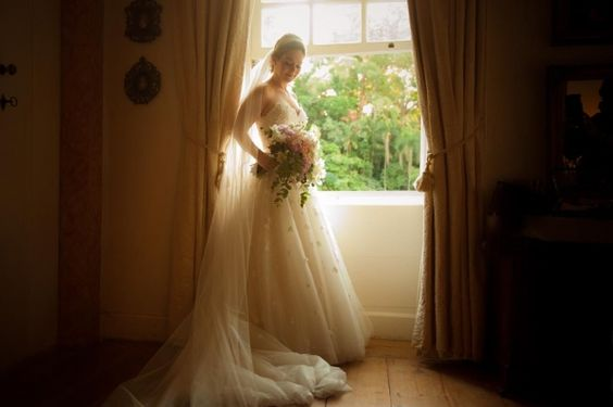Sim na Fazenda Vila Rica. A noiva usa vestido estilo princesa, da Paris 8.