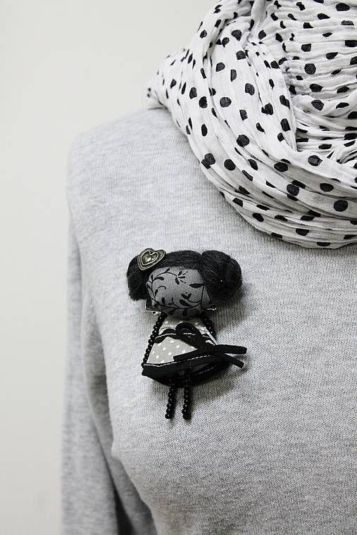 maramanufaktura / brošňa mini MARA nočná  /čierno-sivá /