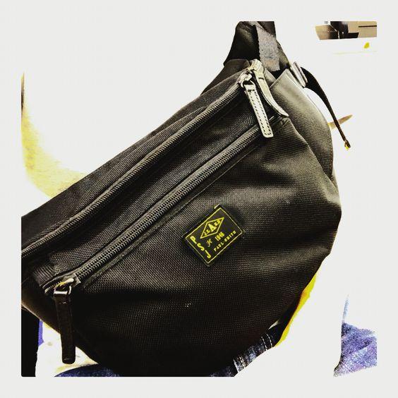 毎日使ってるバッグ。デザインも好きなんだけど、収納力の高さが凄い。2Lペットボトル+α入る(笑)買い物でも大活躍。 #コーデュラナイロン #CORDURANYLON #ウエストバッグ #WAISTBAG #ポールスミス #PaulSmith