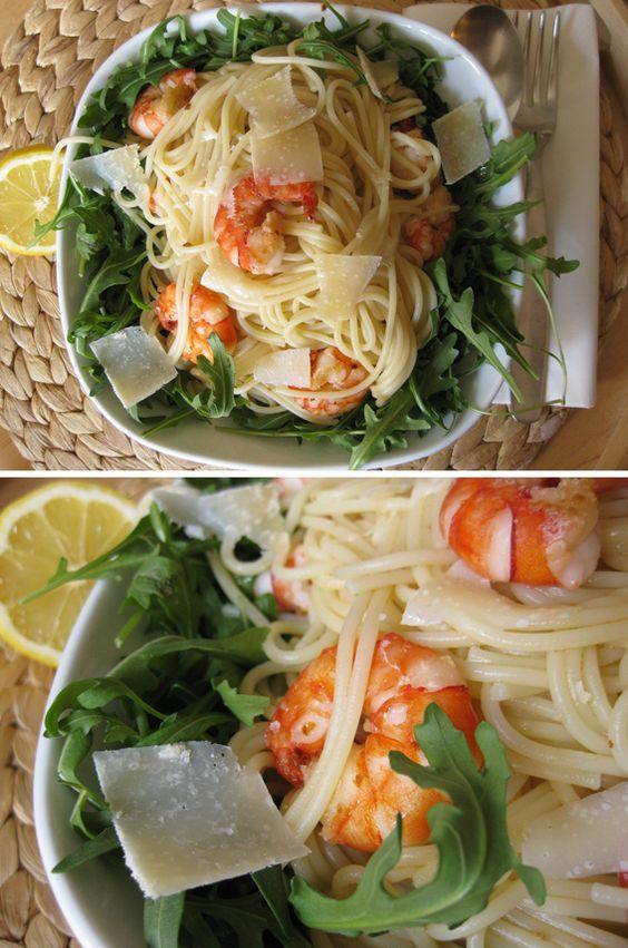 Pasta mit Garnelen, Knoblauch und Zitrone im Rucola-Nest