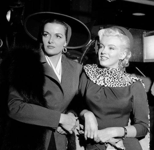 Jane Russell and Marilyn Monroe on the set of Gentlemen Prefer Blondes (1953)