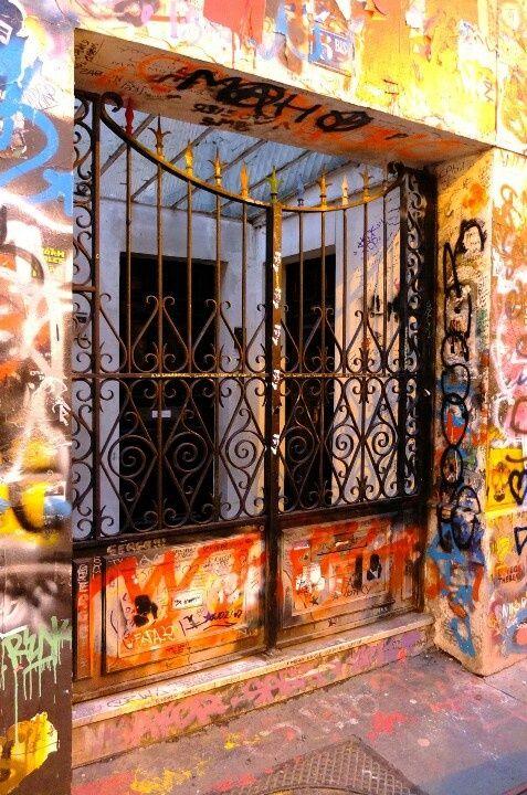 Paris 7 - 5bis rue de Verneuil - Gainsbourg's house - street art  La maison de mes rèves ESL