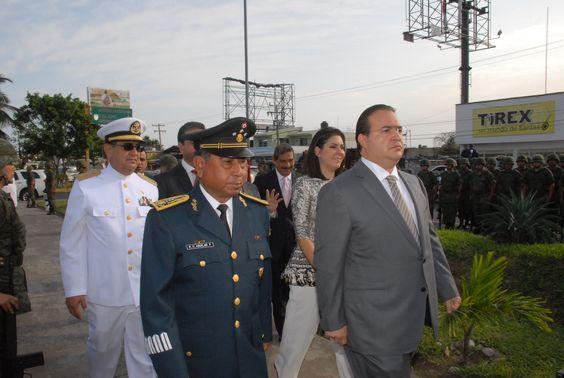 El gobernador Javier Duarte de Ochoa a su llegada a la guardia de honor con motivo del 99 Aniversario del Día del Ejército Mexicano