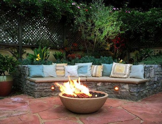 feuerschale im garten-sitzmöbel bauen aus stein-bodenplatten, Garten und Bauen