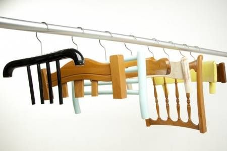 Stuhlkleiderbügel/ clothes hanger made of chair
