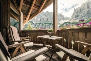Hotel Rosalpina Dolomites, Plancios, Italy - Booking.com