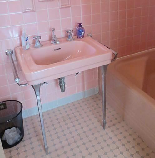 Where To Find A Vintage Bathroom Sink With Chrome Legs And Towel Bars Retro Renovation Vintage Bathroom Sinks Vintage Sink Bathroom Sink Design