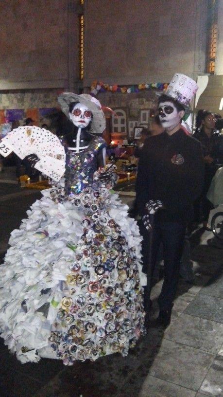 Vestido catrina material reciclado