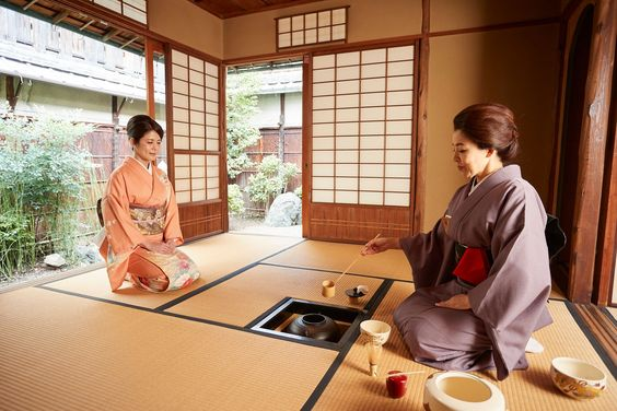Tea ceremony is not only just making matcha, green tea. It is a kind of ritual and also regarded as meditation. A host devotes herself to offer the best tea for guests following certain procedures. Through the purification part of the tea tool, we purify our mind, then we make green tea just in front of guests. ⠀⠀ #kimono #teaceremony #teahouse #ritual #greentea