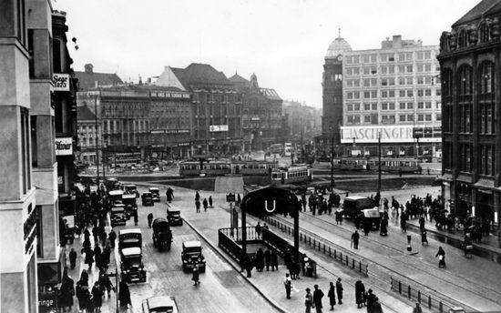 1932 Der Alexanderplatz Von Der Alexanderstrasse Aus Gesehen Im Hintergrund Die Kuppel Des Polizeipraesidiums Berlin