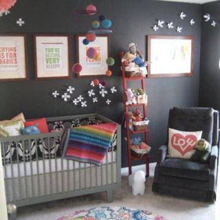 Preto e cinza no quarto do bebê