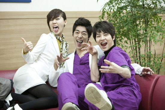 Song Joong Ki as Ahn Kyung Woo [9] with So Ji Suk and Ahn Sun Young