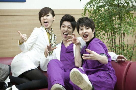 Song Joong Ki as Ahn Kyung Woo [9] with So Ji Suk and Ahn Sun Young