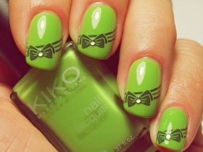 I love this!!! Don't know that I would have done green, but the bow is to die for! I need a nail stamp plate with a bow on it!