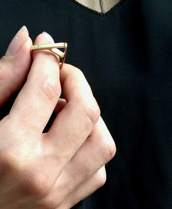 Modern shapes | Edge of Ember | Satori Pyramid gold ring