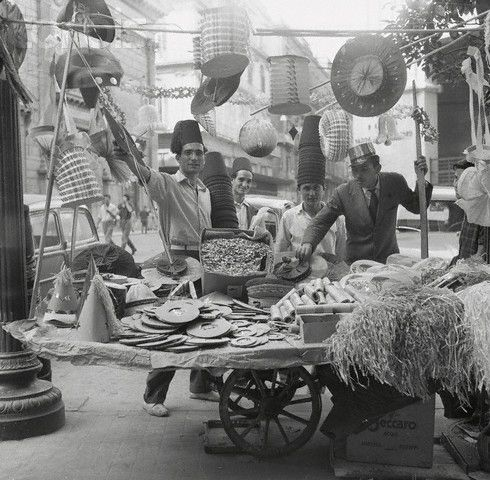 Vendors Selling Paper Hats - 1954 Napoli    #TuscanyAgriturismoGiratola