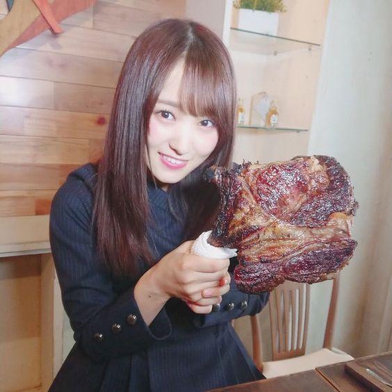 大きなお肉を持つ菅井友香