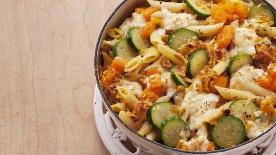 Rezept: Kürbis-Nudel-Gratin mit Zucchini